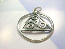 Circular celtic triangle, Dazzling 925. sterling silver pendant