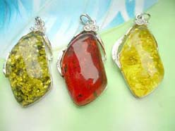 faux-amber-pendant-necklaces-001