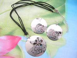 flower and daisies design pendant necklace and matching earring jewelry set