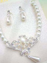 imitation pearl and cz flower necklace and earring jewelry set