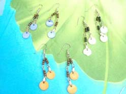 circle shape colored shell earrings