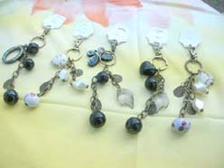 wholesale keychain fashion keyring assortment with black white antique finish