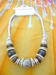 large-bead-silver-coil-necklace-002-1
