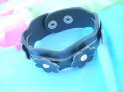 PU Leather Button Wristbands dark blue with daisy