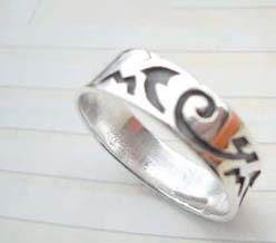 Beauty 925. stamped silver old century words ring